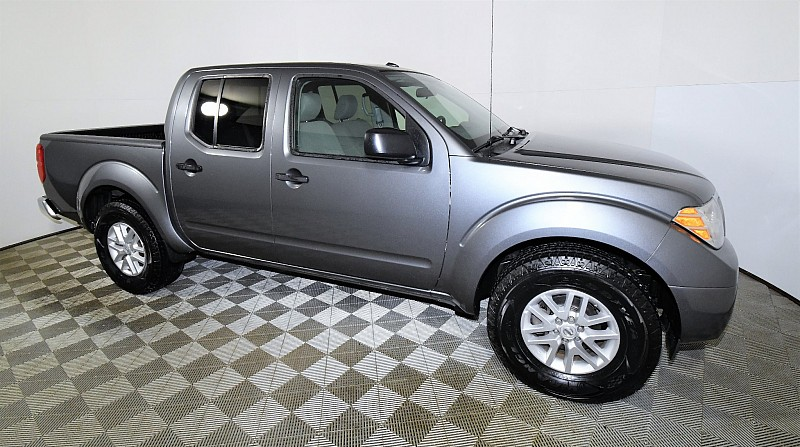 Used 2017  Nissan Frontier 2WD Crew Cab SV at Graham Auto Mall near Mansfield, OH