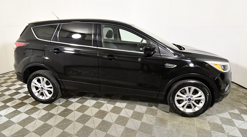 Used 2017  Ford Escape 4d SUV 4WD SE at Graham Auto Mall near Mansfield, OH