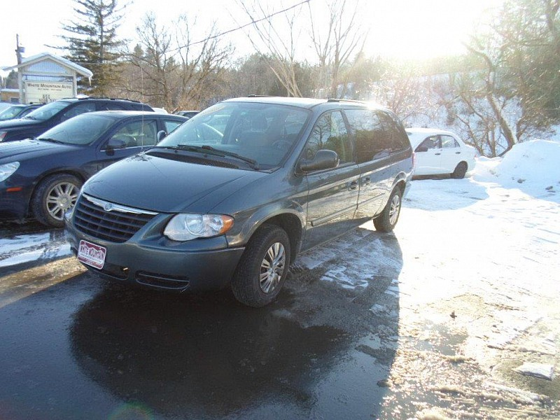 Used 2005  Chrysler Town & Country 4d Wagon LX at White Mountain Auto near Whitefield, NH