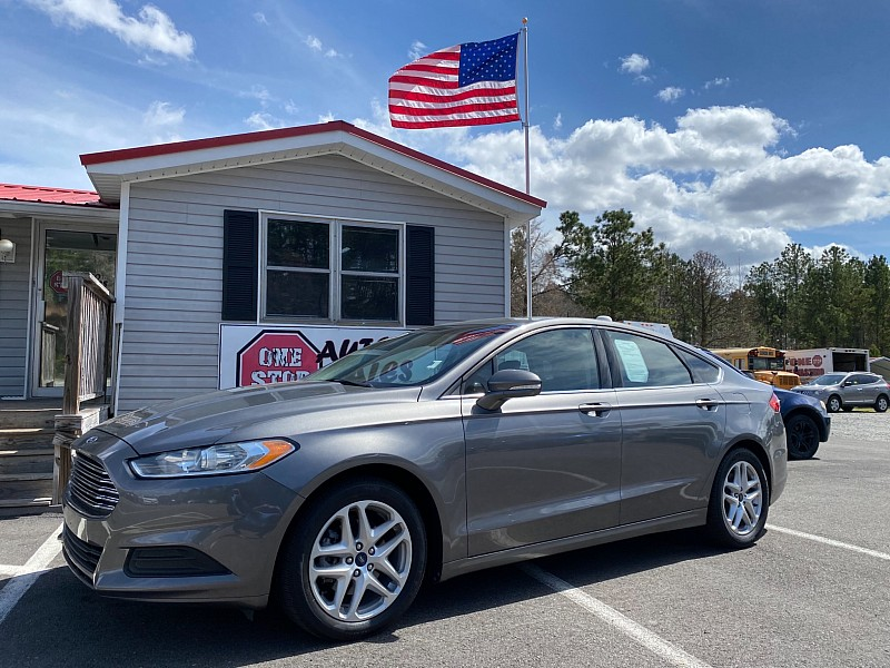 Used 2014  Ford Fusion 4d Sedan SE at One Stop Auto Sales near Macon, GA